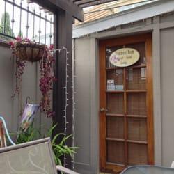 All About You Face & Body Care - Long Beach, CA, États-Unis. Cute little garden waiting area