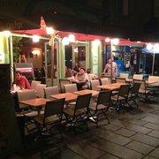 La Casa Pépé - Rennes, France. Une belle terrasse lors d'une belle nuit !