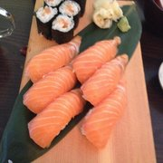 Salmon maki and nigri