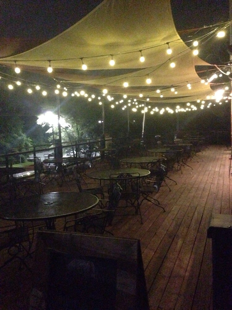 Hendricks BBQ - St Charles, MO, United States. Patio in the back :)