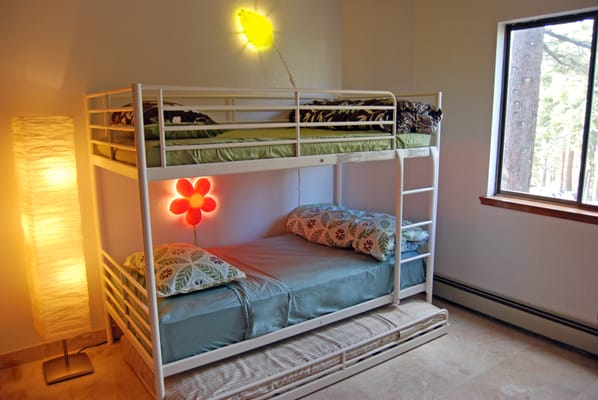 Bunk Bed With 2 Twin Beds And A Third Pull Out Bed For