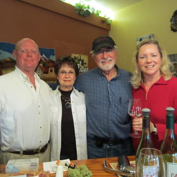 Caprice Vineyards - Our group having a great time with the winemaker at Caprice - Central Point, OR, Vereinigte Staaten