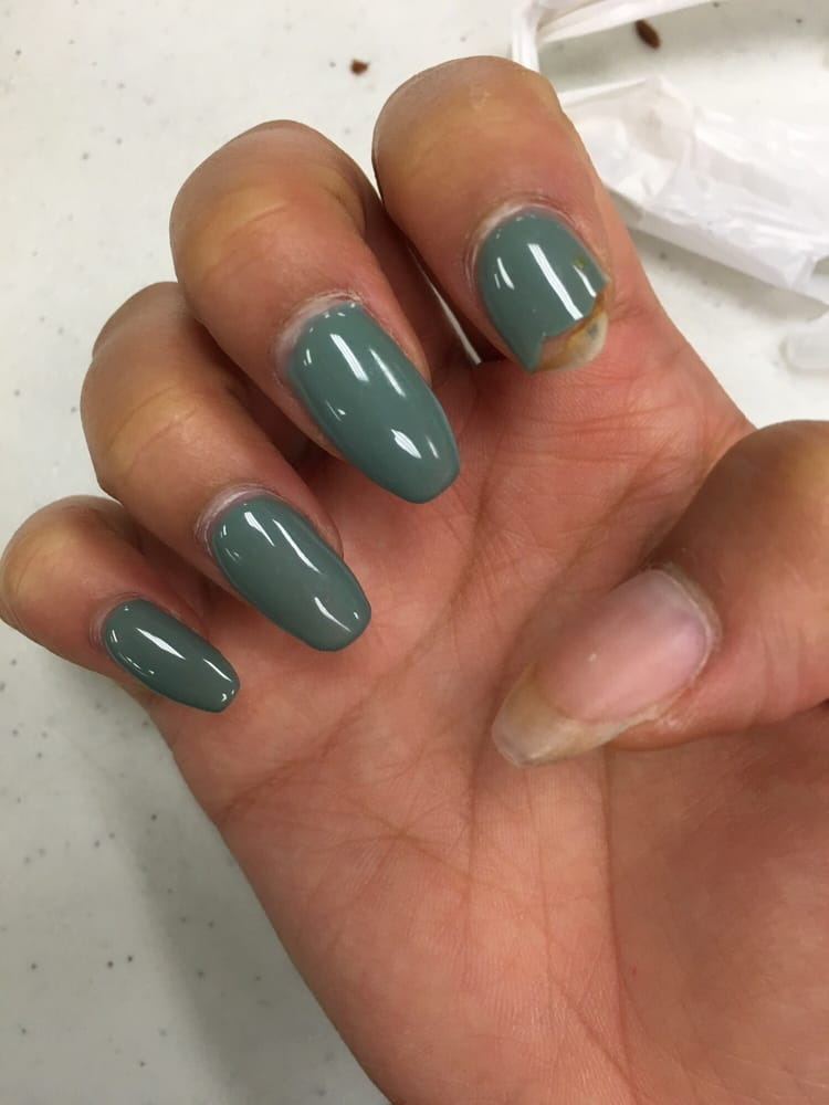 Don 39 t waste your time and money here this is shellac on for Acrylic nails at salon