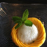 Ginger Thai Cuisine - Dessert! Sticky rice and mango - West Hills, CA, Vereinigte Staaten
