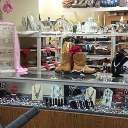 Affordable Home Furnishings Artists & Crafters Boutique - Jewelry by Rebecca just one of the fabulous vendors. - Salinas, CA, Vereinigte Staaten