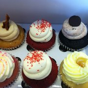 Sift Dessert Bar - San Francisco, CA, États-Unis. Stud muffin, red velvet, cookies and cream, pink champagne and limonatta