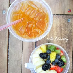Peach Green Tea & Acai Bowl
