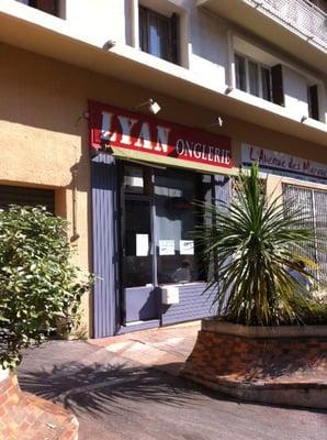 Lyan onglerie manucure pedicure 9 rue de provence for Pedicure salon de provence