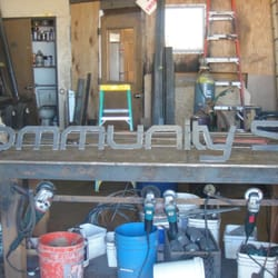 Community Skis - Toddi building out the Community Skis sign. - Mammoth Lakes, CA, Vereinigte Staaten