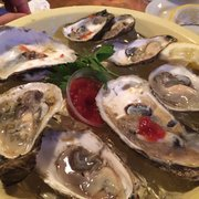 Shagwong Restaurant - What can be more disgusting than this? And they claim to be Blue Point Oysters - Montauk, NY, Vereinigte Staaten