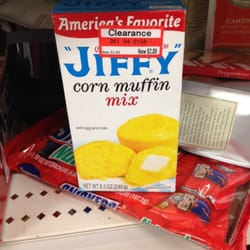 Target - Employee most definitely put the wrong price on this item, jiffy mix can usually be bought at about 60 cents or less - Houston, TX, Vereinigte Staaten