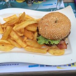 """Garden Ice Café - Rochefort, Charente-Maritime, France. L'enseigne a changé de nom, c'est maintenant """"Bistrot de la Paix"""". Très beau cadre,accueil très bien. Je recommande."""
