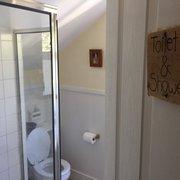 Bridge Street Inn - Cambria, CA, États-Unis. One of three bathrooms!