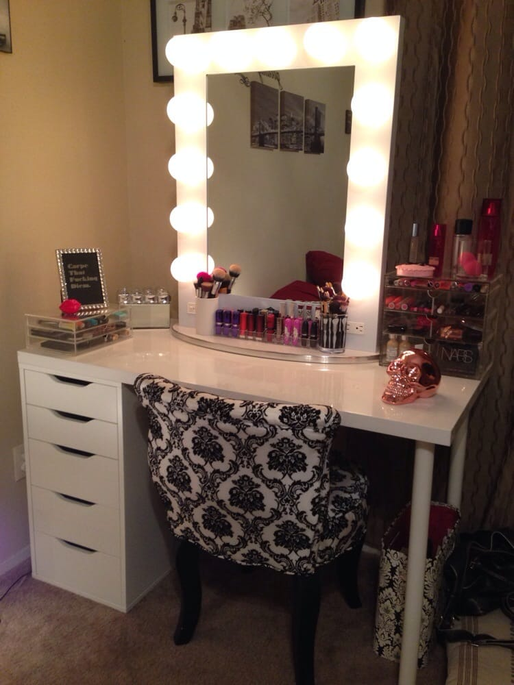 Vanity Girl Hollywood Light Up Mirror : Absolutely LOVE my mirror. Very easy to put together, and not too bulky for my small vanity ...