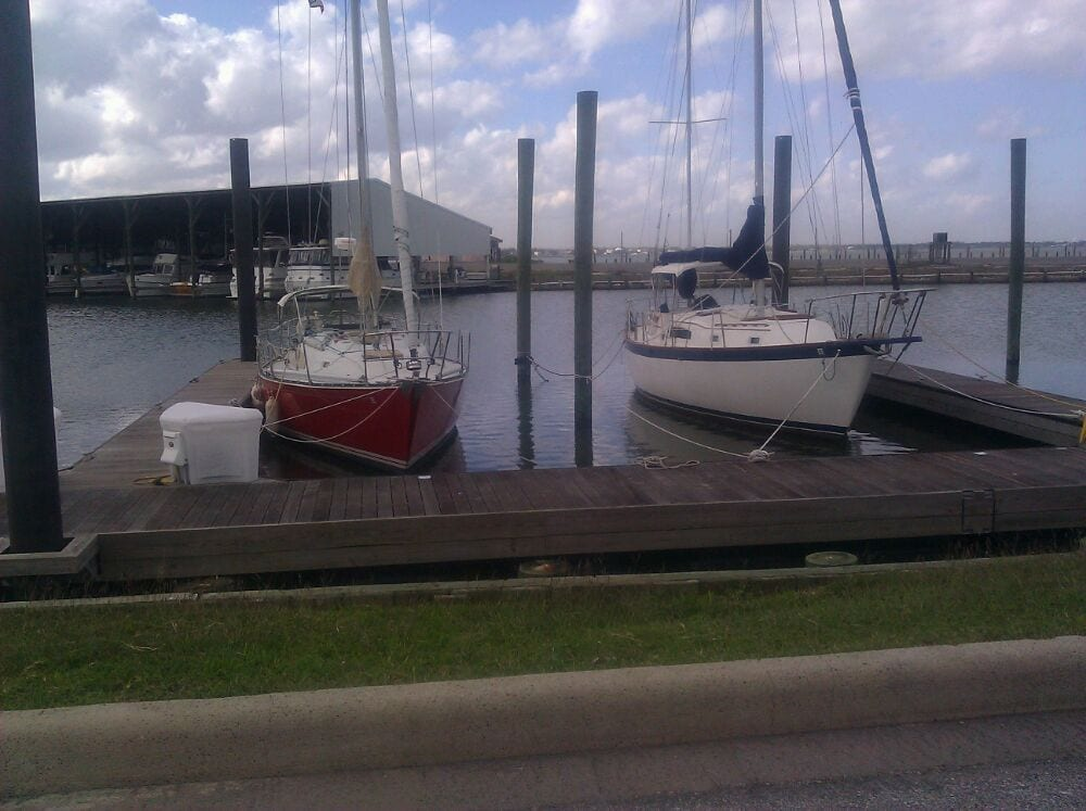 Houston yacht club lounges la porte tx reviews for Houston la porte