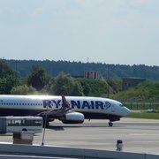 Muster der Ryanair ausrollend als…