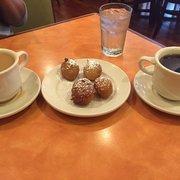 Yia Yia's Pancake House - North Riverside - North Riverside, IL, États-Unis. The Greek doughnuts. So good.