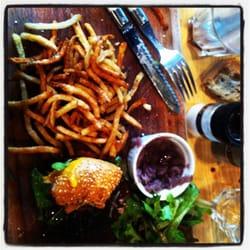 Le cheeseburger et ses frites! Miaaaam