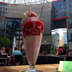Erdbeerbecher Corroboree Sony Center lecker
