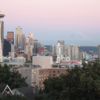Kerry Park Approaching Sunset Seattle 39 S Skyline Is In