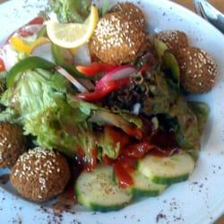 Falafel auf frischem Salat