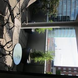 Balkon mit Bepflanzung & Möbeln