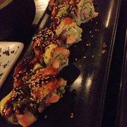 uramaki anguila salmon