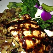 Rooster Creek - Cane rum salmon w/ bacon potatoes and broccoli - $17 - Arroyo Grande, CA, Vereinigte Staaten