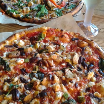 Blaze Fast-Fire'd Pizza - Jacksonville, FL, États-Unis. Build Your Own and Zipwine