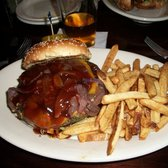 Rockwood Tap House - Downers Grove, IL, États-Unis. Vegetarian burger with cheddar, BBQ sauce, grilled onions.
