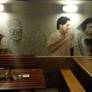 Gemälde an der Wand der überdachten…