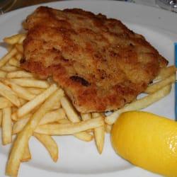"""Schnitzel """"Wiener Art"""" mit Pommes Frites…"""