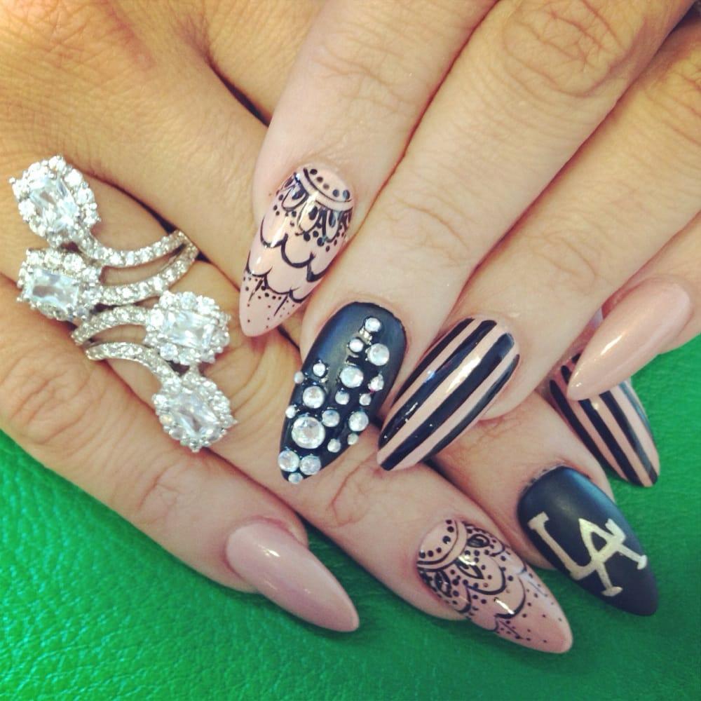 Matte Almond Nails Matte Almond Nails