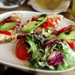 Tartine mit Humus & Avocado