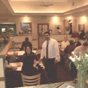 Villaggio Italiano Pizzeria Restaurant - One of our best waiters serving his customers - Hartsdale, NY, Vereinigte Staaten