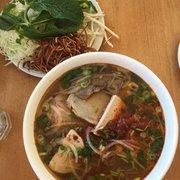 Golden Lotus - San Francisco, CA, États-Unis. Bun Bo Hue and veggies