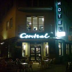 Cafe Central und Hotel Chelsea sind…
