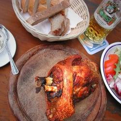 Schweinshaxn mit gem. Salat und…