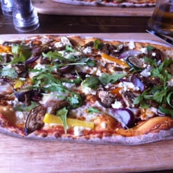 Goats cheese and caramelised onion pizza - delicious!