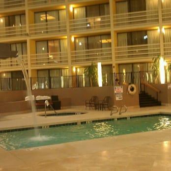 Crowne Plaza Phoenix North Closed 20 Photos 41 Reviews Hotels 2532 West Peoria Avenue