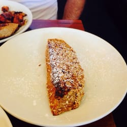 Bintliff's American Cafe - Granola French Toast: it was disgusting but looked good. - Portland, ME, Vereinigte Staaten