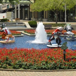Oakbrook Center - Oak Brook, IL, United States by Hang T.