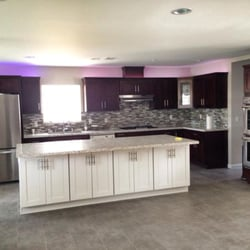 Wholesale cabinet center 81 photos cabinetry las for Cheap kitchen cabinets in las vegas