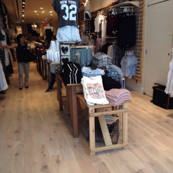 Brandy Melville store locations in New York Below is a list of Brandy Melville mall/outlet store locations in New York, with address, store hours and phone numbers. Brandy Melville has 6 mall stores across the United States, with 0 locations in New York.