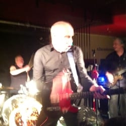 Wilko Johnson onstage with King Mob
