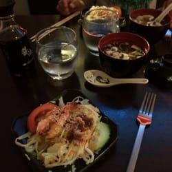 Kobé Sushi - Labège, Haute-Garonne, France. La salade et la soupe miso, comprises dans le menu