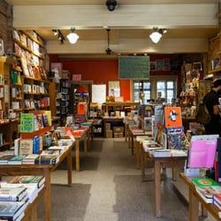 Librairie Drawn & Quarterly - Montréal, QC, Canada. photo: www.mbstudio.info