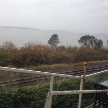 Chuckanut Manor Seafood & Grill - View on a rainy day. - Bow, WA, Vereinigte Staaten