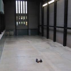 impressive Turbine Hall at Tate Modern - space can be art