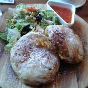 High Cafe - Galway, Irlande. Chicken in filp pastry with almonds and onions